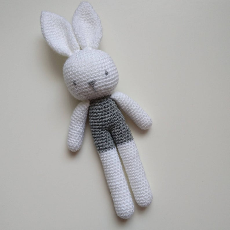 Long Eared Bunny Amigurumi - Crochet Pattern & Tutorial - Creativa ... | 794x794